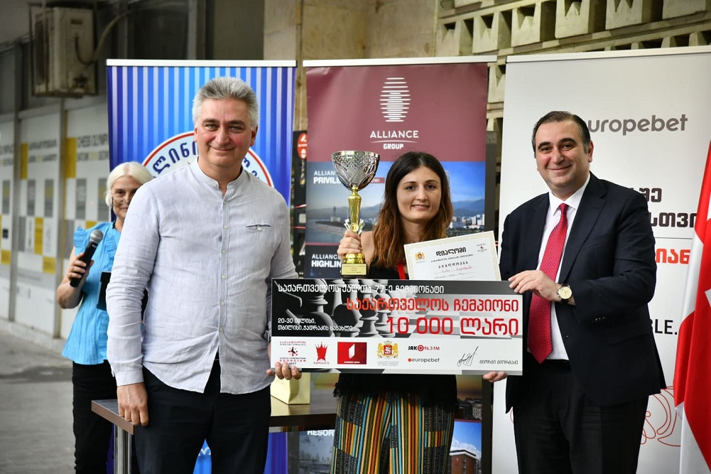 Mikheil Chkhenkeli awarded the winners of the 77th Georgian Women's Chess Championship