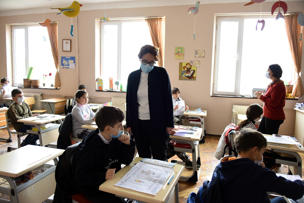 Ekaterine Dgebuadze continues to monitor schools